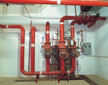 在可能滞留空气的管段的顶端应设置自动排气阀.图片